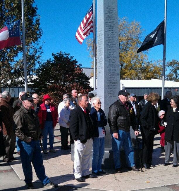 Veterans Memorial (Crowd Pic)